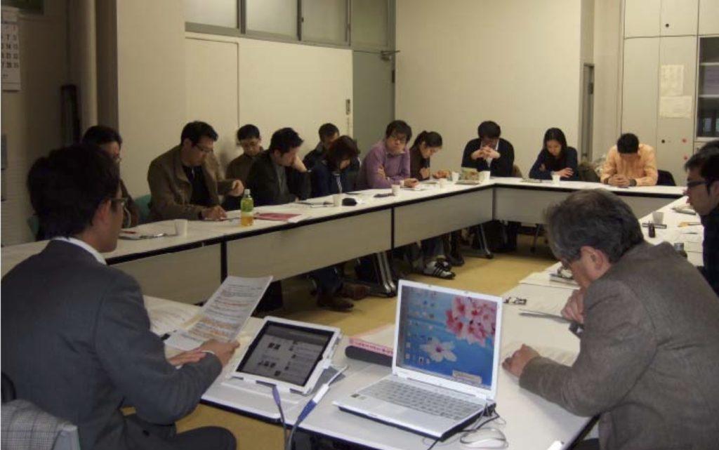 写真3:報告を行う秋庭孝之氏とコメンテイターの坂川直也氏